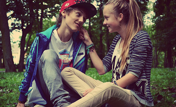 Sweet-young-couple-in-first-love