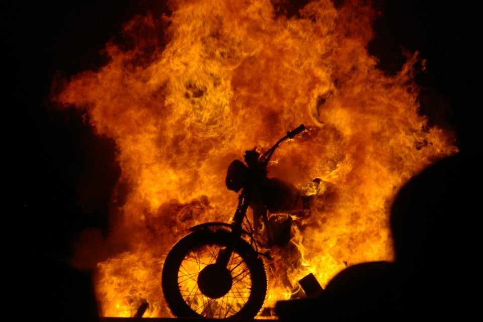motorcycle_burn_postdekho